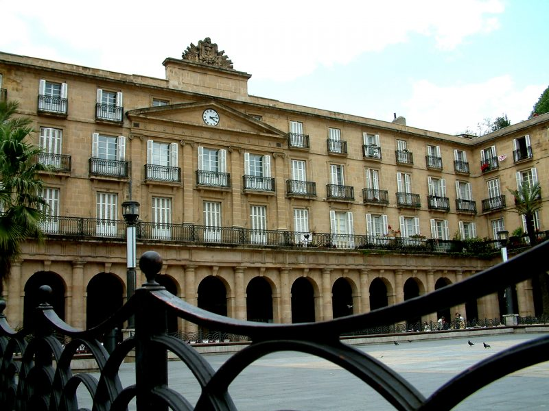 Plaza Nueva en el Casco Viejo de Bilbao - Plaza Berria Bilboko Alde Zaharreko kaleetan