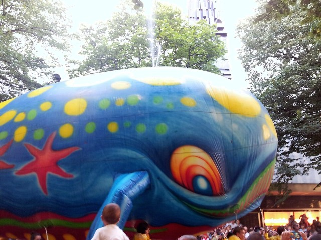 Desfile de la ballena Bally en Aste Nagusia Bilbao