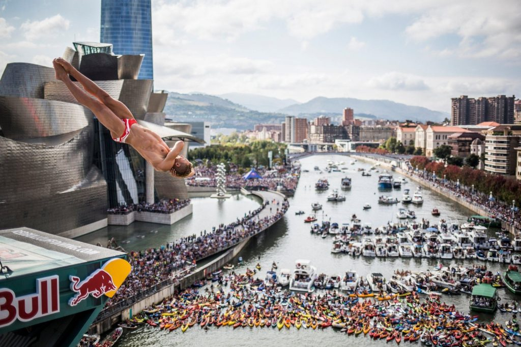 Concurso de saltos Red Bull Cliff Diving Bilbao